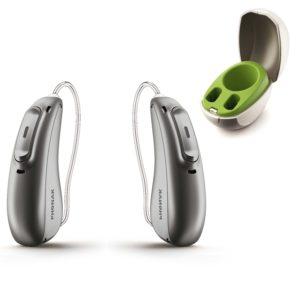 Abbildung von Phonak Marvel Hörgeräte beide Ohren in graphitgrau mit Ladestation
